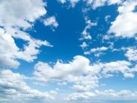 Blauer Himmel in der Eifel