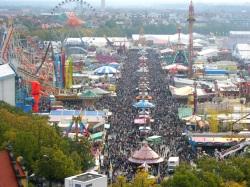 Blick auf das Oktoberfest in München