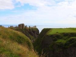 Küstenlandschaft & Dunnator Castle