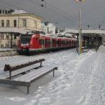 Plötzliche Schneefälle führen erneut zu Komplikationen im Flug- und Schienenverkehr